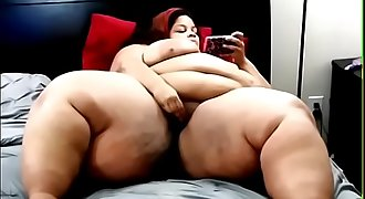 Juicy Bombshell masturbates and eats cum